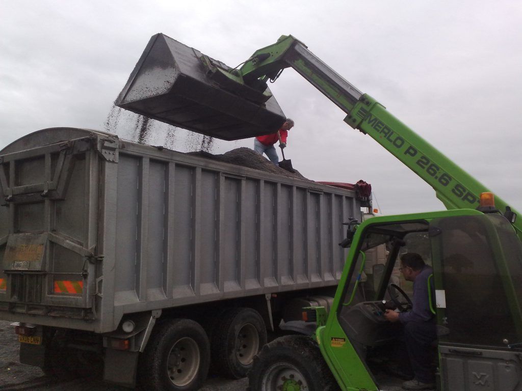 Loading-washed-plastic-granules